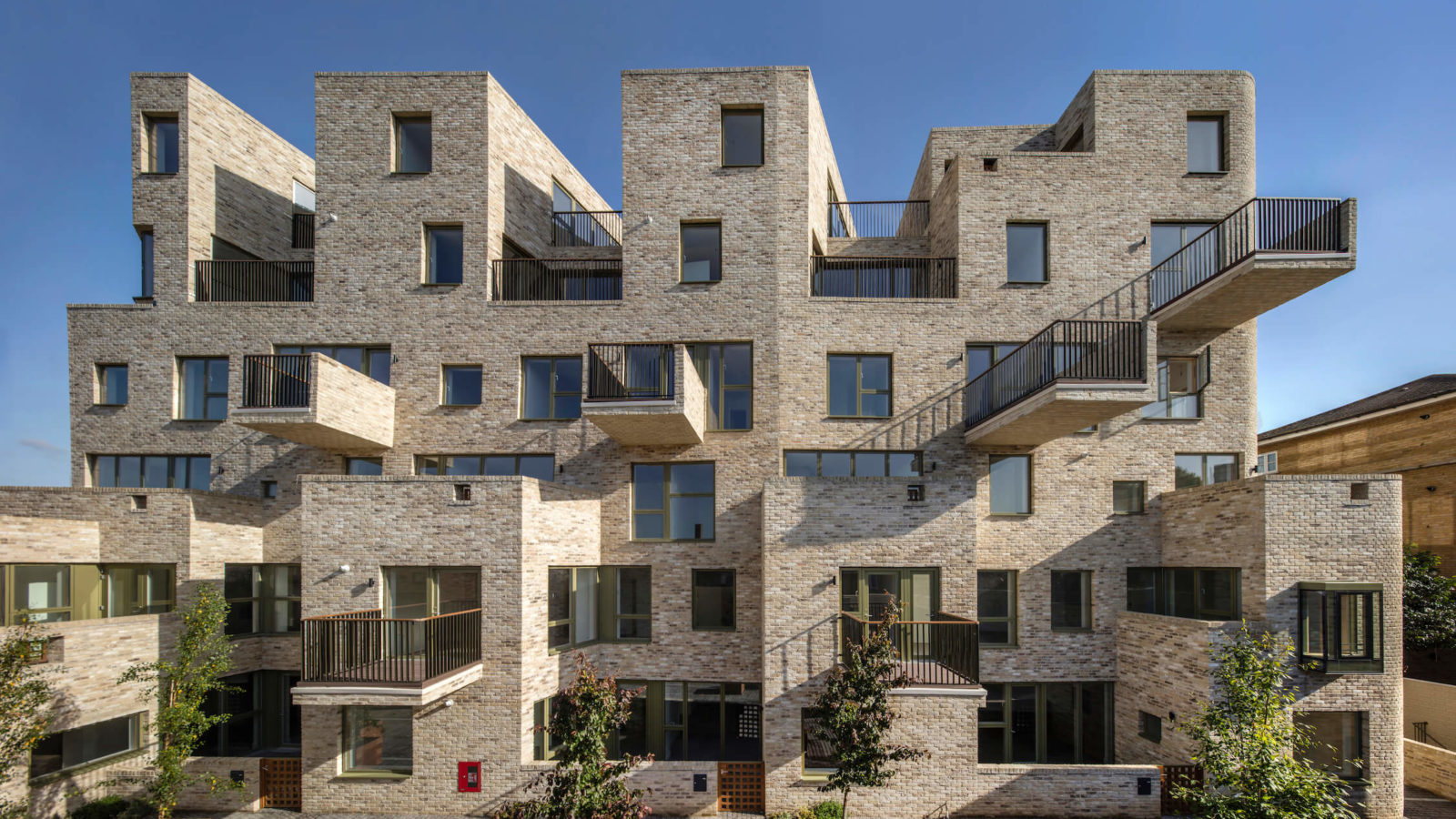 In London, an Intimate Urban Mid-Rise