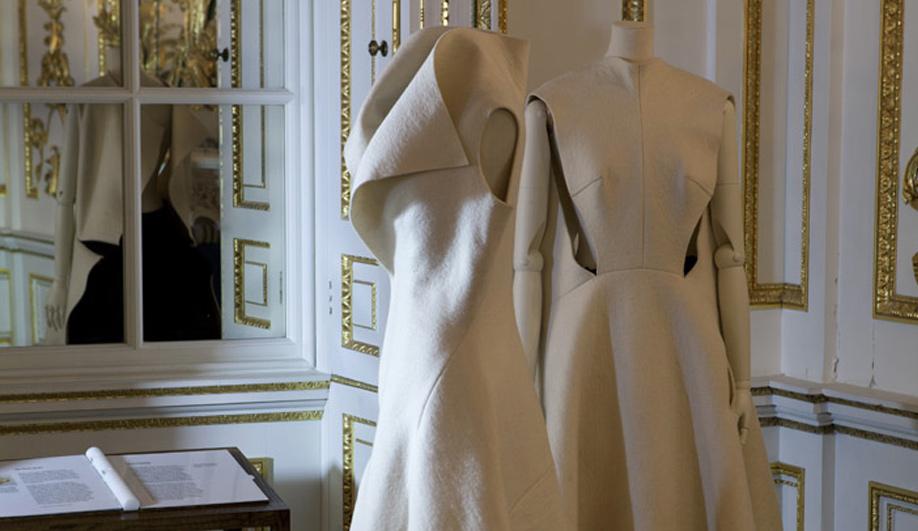 On exhibit The genius couture of Yohji Yamamoto 03