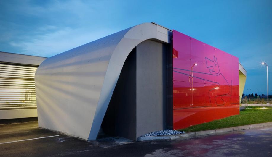 Damilano Studio Architects' gas station 03