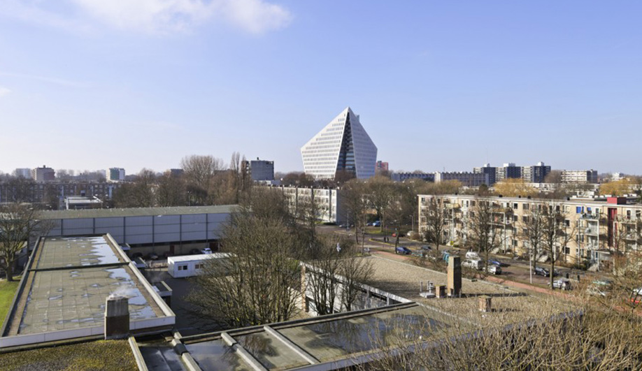 A bold new municipal building in The Hague 01