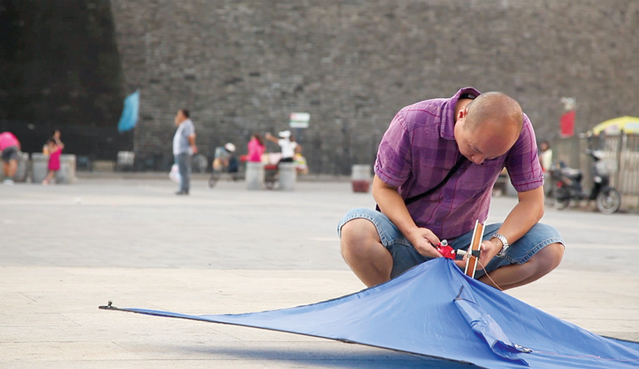 Azure A Pollution Tracking Kite in Beijing 03