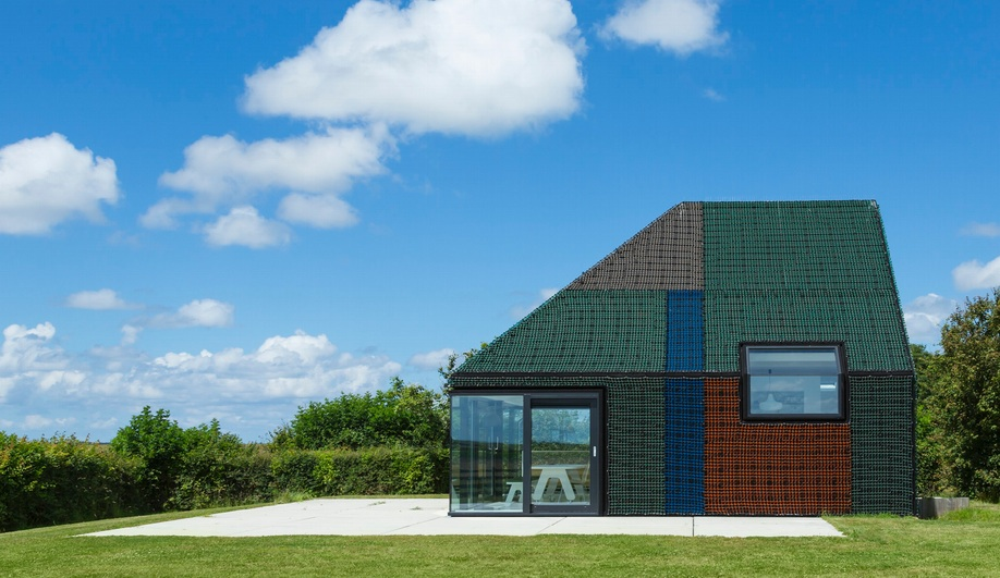 Benthem Crouwel's Holiday Home Clad in Fishing Nets