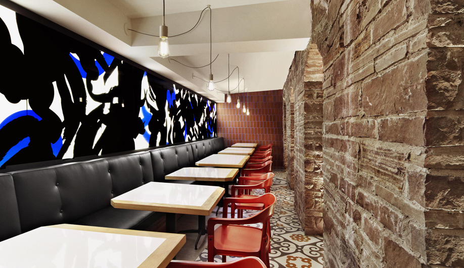 Barcelona Inspires a Bold Dining Space in Toronto