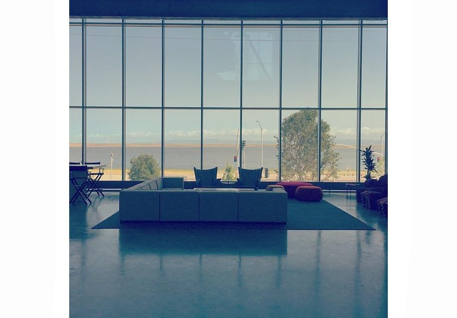 Azure-Gehry-Facebook-Instagram-mpk20-01