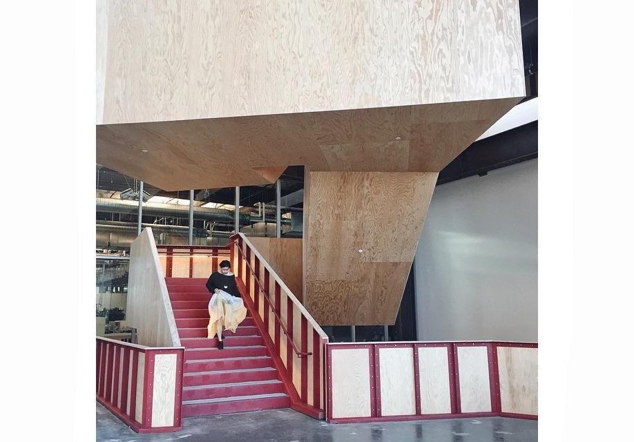 Azure-Gehry-Facebook-Instagram-mpk20-11