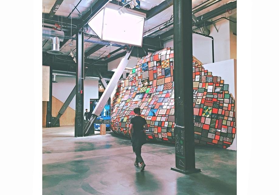 Azure-Gehry-Facebook-Instagram-mpk20-20