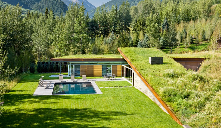 A Solar-Powered Guest House in the Rockies