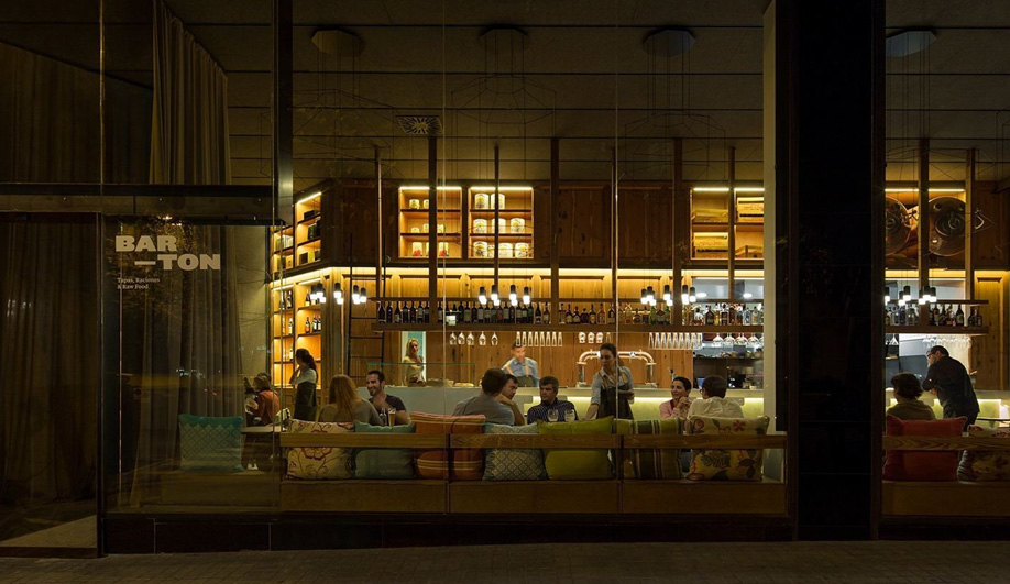 A Barcelona Tapas Bar Lights Up with Vibia