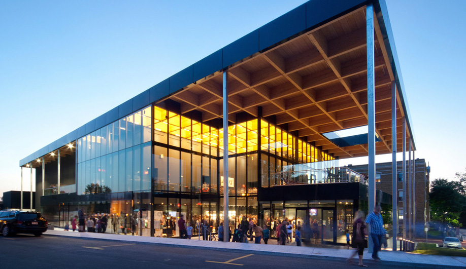 A Dynamic Theatre Lights Up a Small Quebec Town