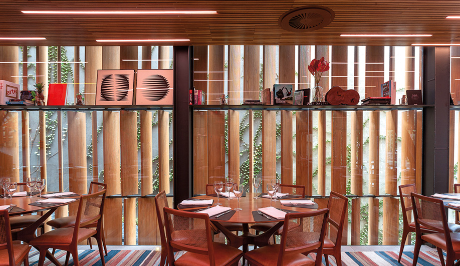 The restaurant's furnishings are by such modernist legends as Giuseppe Scarpinelli and Sergio Rodrigues.