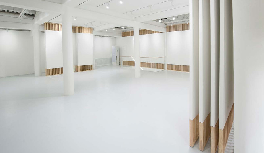 The stunningly minimalist rongbaozhai western art gallery for Minimal art gallery