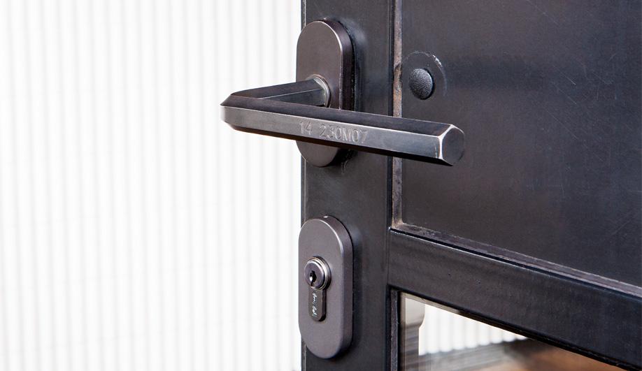 Azure-Door-Handles-Ize