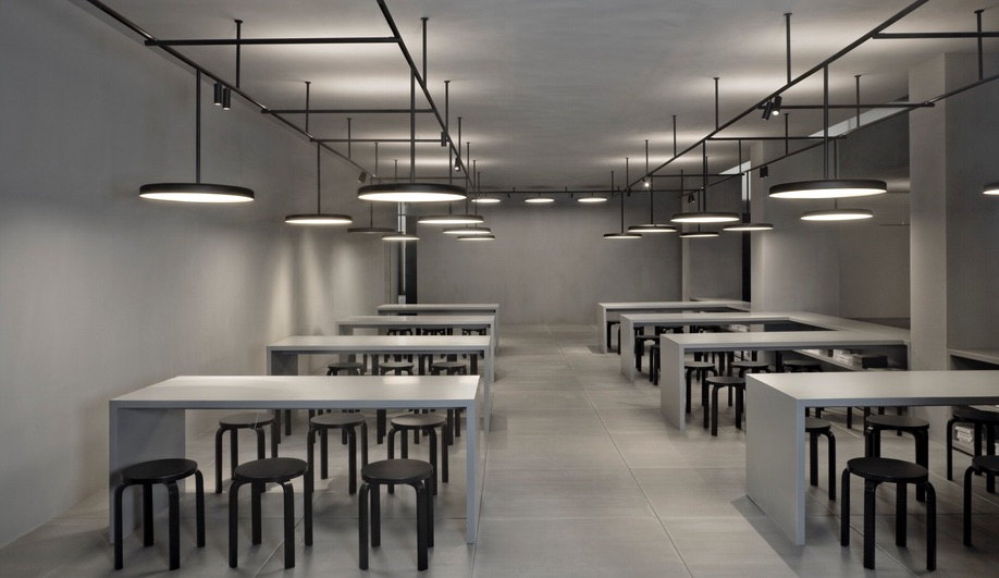 azure-vincent-van-duysen-designer-of-the-year-biennale-interieur-2016-flos-02
