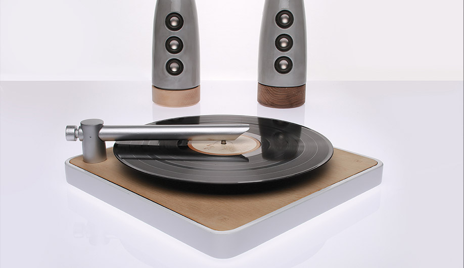 Patrick Hill's Agavé turntable and speakers