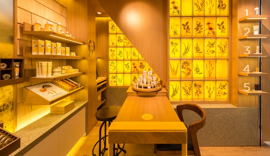 Burt's Bees Expands to Asia with a Refreshed Retail Concept