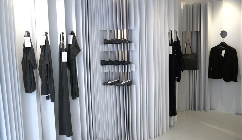 Paris pop-up shop features a display system made entirely of paper.