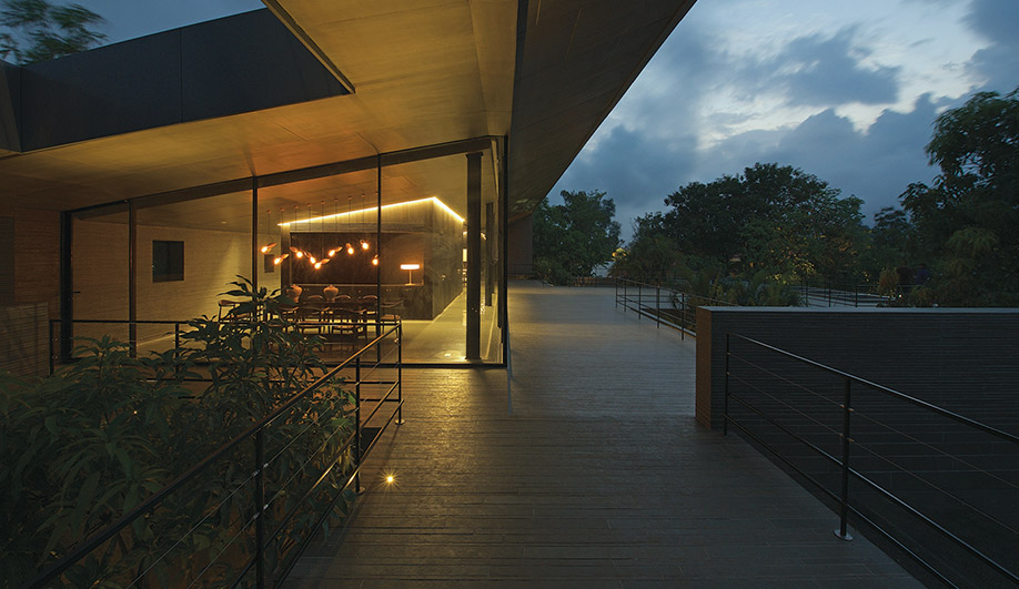 Spasm Studio Creates a Jungle Villa Near Mumbai