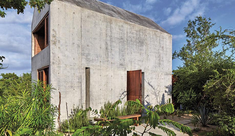 A First-Time Architect Creates Casa Tiny, a Dreamy Ocean Retreat