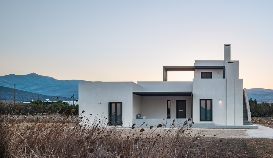 Lantavos Projects Creates a Contemporary Getaway on the Greek Island of Paros