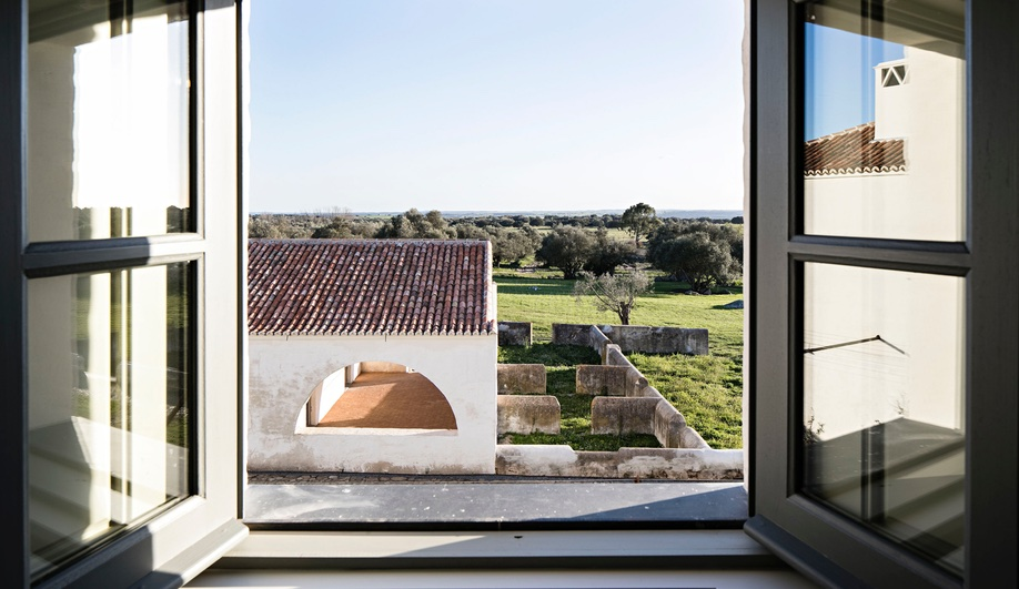 A Dreamy Whitewashed Hotel in the Portuguese Countryside