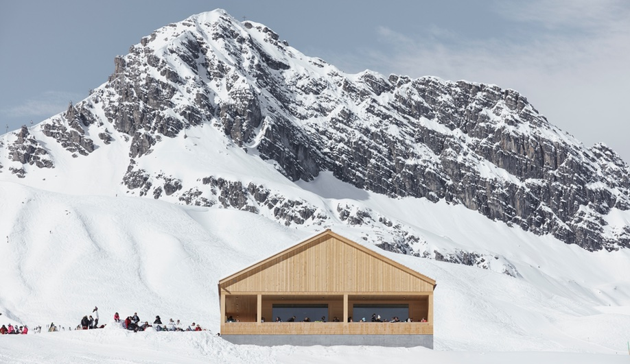 A Simple Ski Lodge with Dramatic Mountain Views