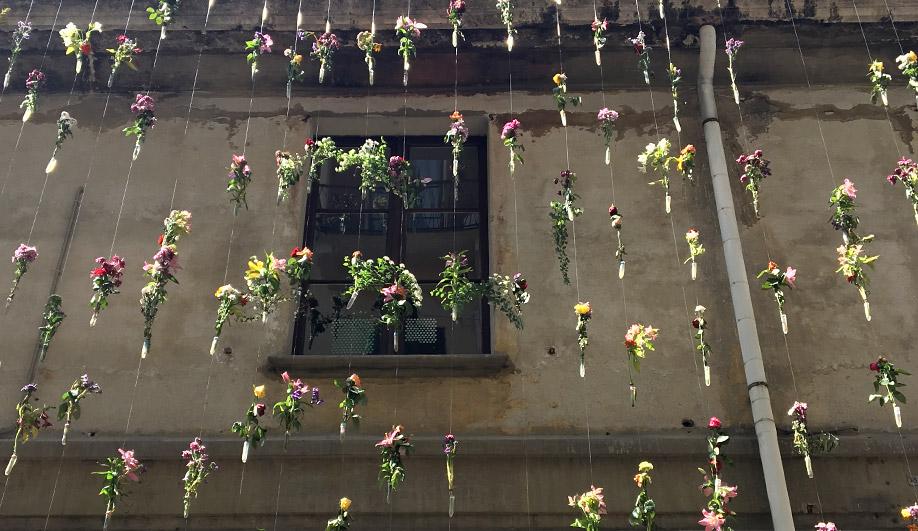 azure-best-of-milan-design-week-piuarch-flower-wall