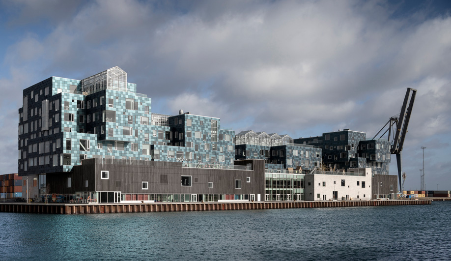 A Stunning Use of Solar Panels Takes Sustainable Design to the Next Level