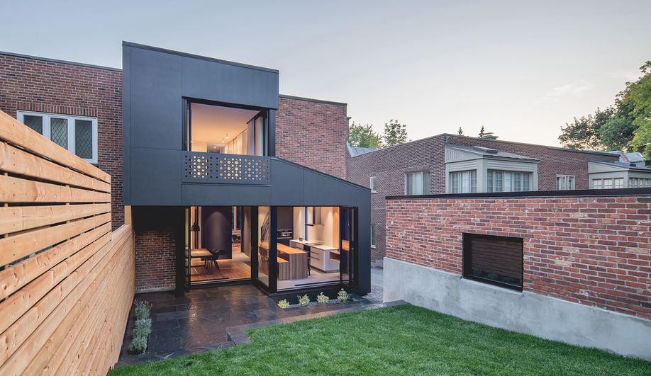 A Montreal Townhouse Renovation Inspired by a Jewelry Box