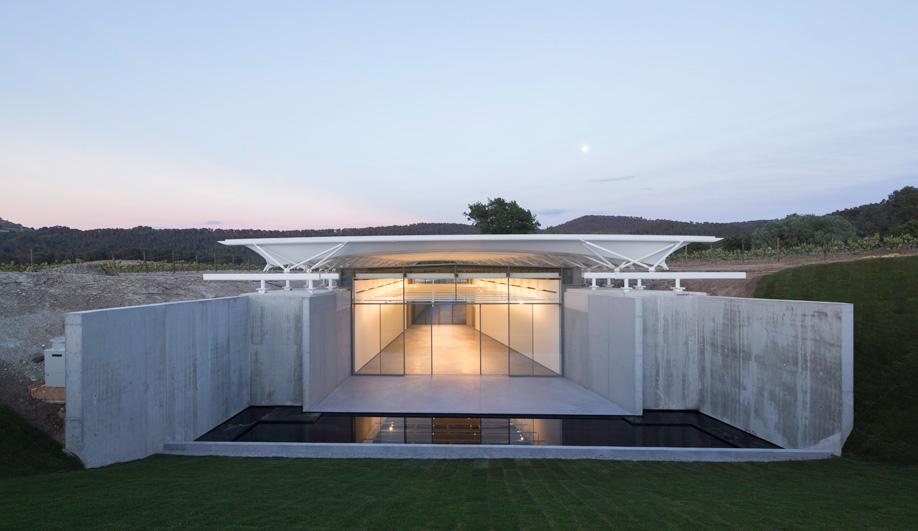 Renzo Piano's photography pavilion at Château La Coste