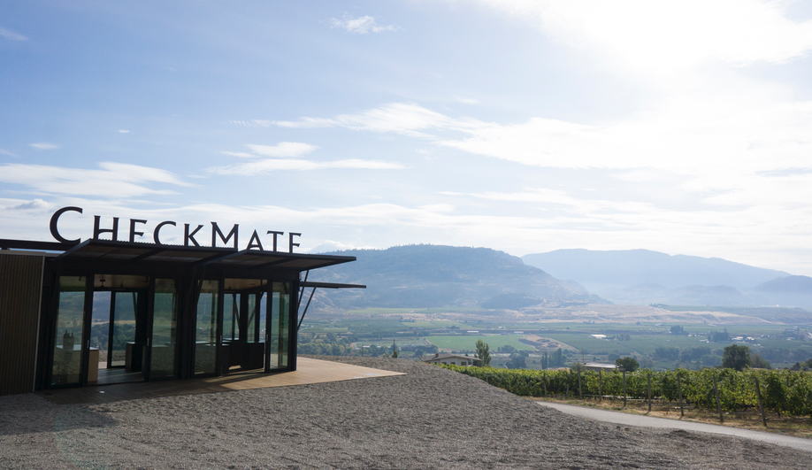 Tom Kundig's Wine-Tasting Room Sits Atop an Okanagan Mountain