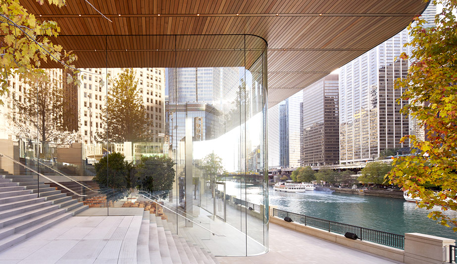 The Apple Store by Foster + Partners, in Chicago is one of the best buildings of 2017.