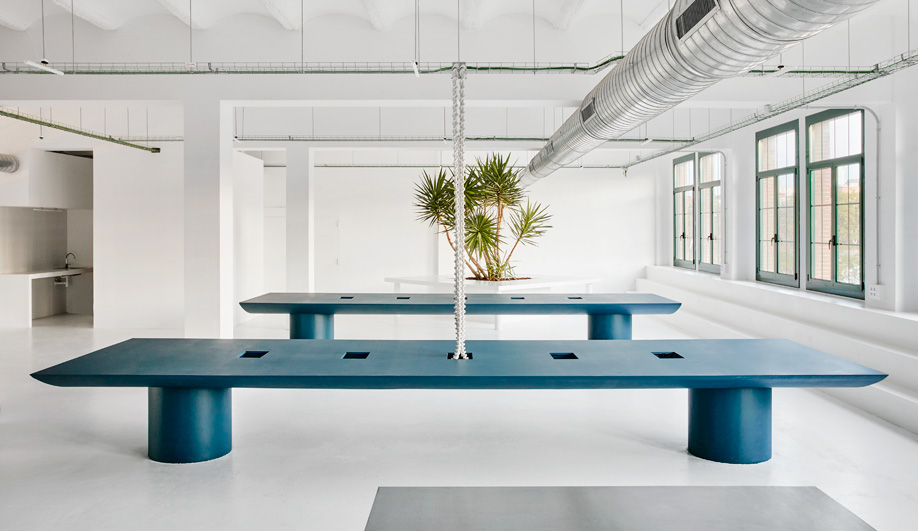 Designer and artist Guillermo Santomà designed an office for The Keenfolks.