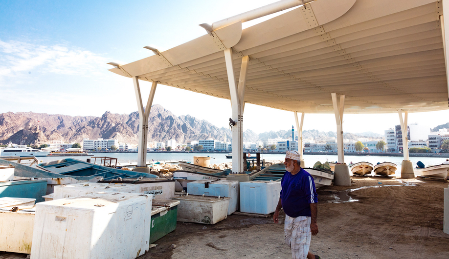 Sn hetta 39 s muttrah fish market connects the city for Fish market design ideas