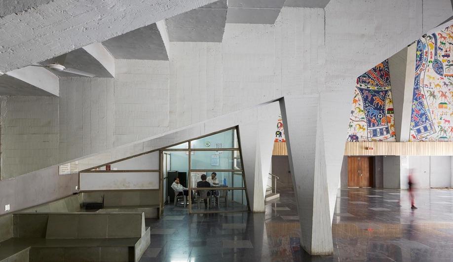 Balkrishna Doshi's Tangore Memorial Hall