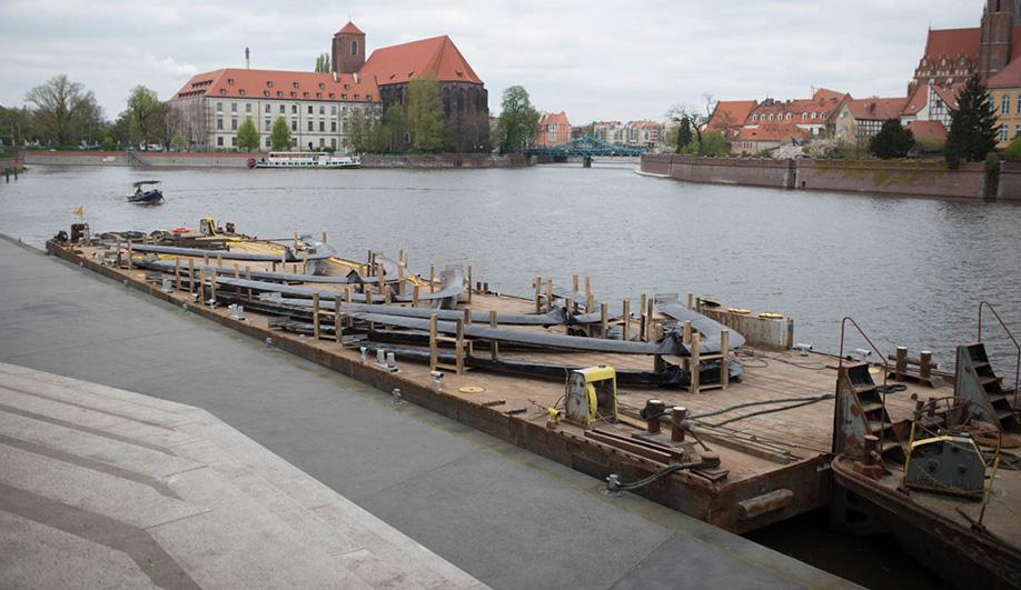 Oskar Zieta's Nawa was made using 52 tonnes of steel.
