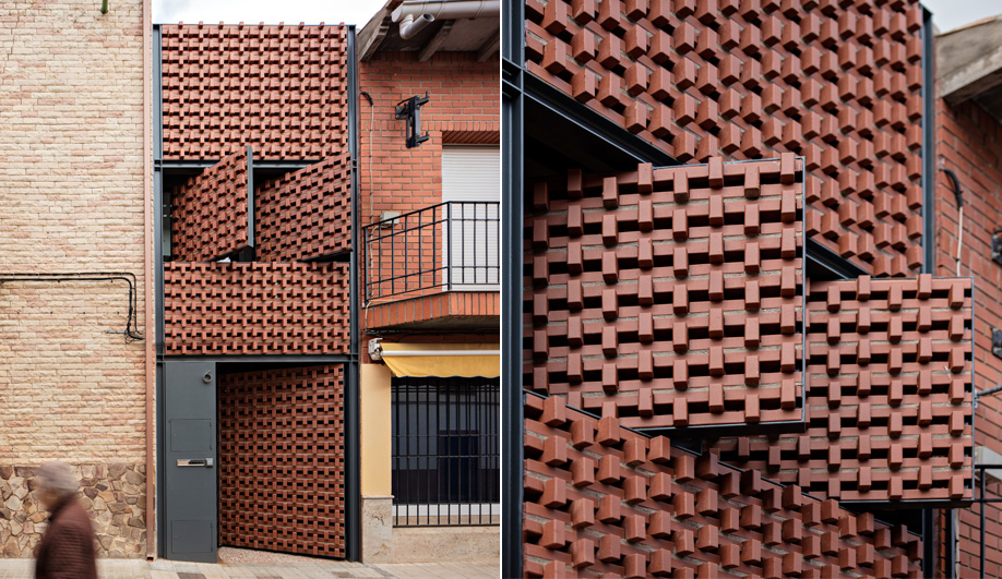 The Slenderness of This Spanish Infill House is an Illusion