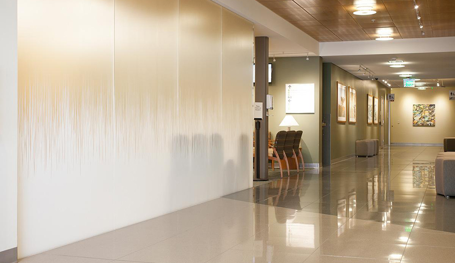 Forms+Surfaces glass: ViviGraphix Gradiance glass brings a tranquil sense of calm to walls and more in this healthcare facility.