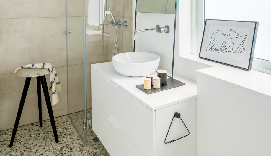 This Smartly Designed Bathroom is Tiny – and Temporary