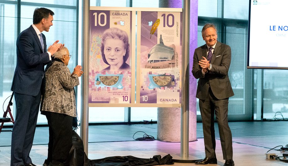 Canadian money design: Finance Minister Bill Morneau, Wanda Robson (sister of Viola Davis) and Stephen Poloz at the $10 bill's unveiling.