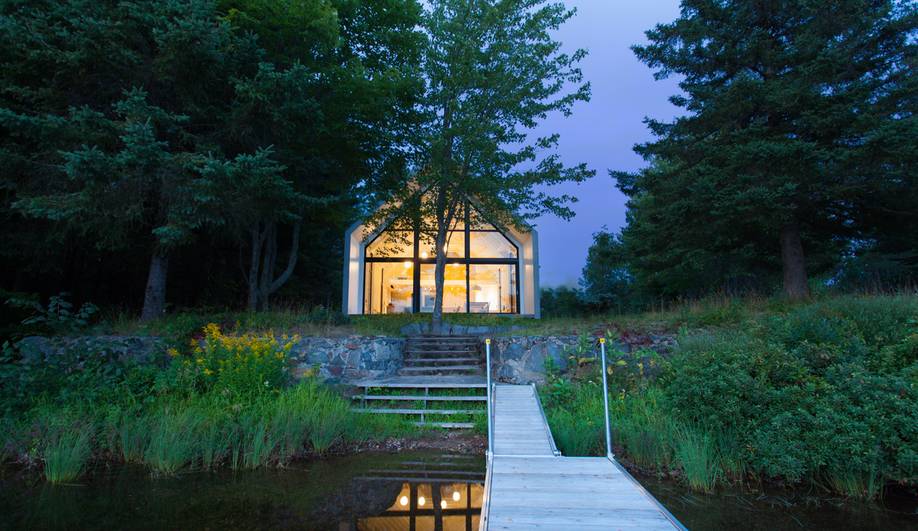 These Contemporary Canadian Cottages Level Up Lakeside Life