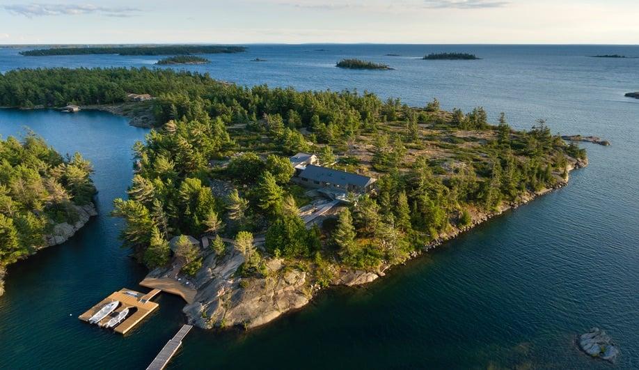 Contemporary Canadian Cottages: House on the Archipelago (Superkül)