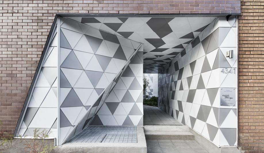 The tiled entrance to ADHOC architectes' La Geode