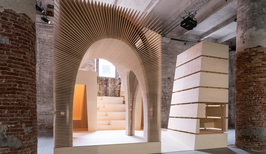 In the Arsenale, Recasting by Alison Brooks Architects draws elements from various projects and recasts them as four inhabitable timber totems. (Photo by Andrea Avezzù, courtesy of La Biennale di Venezia.)
