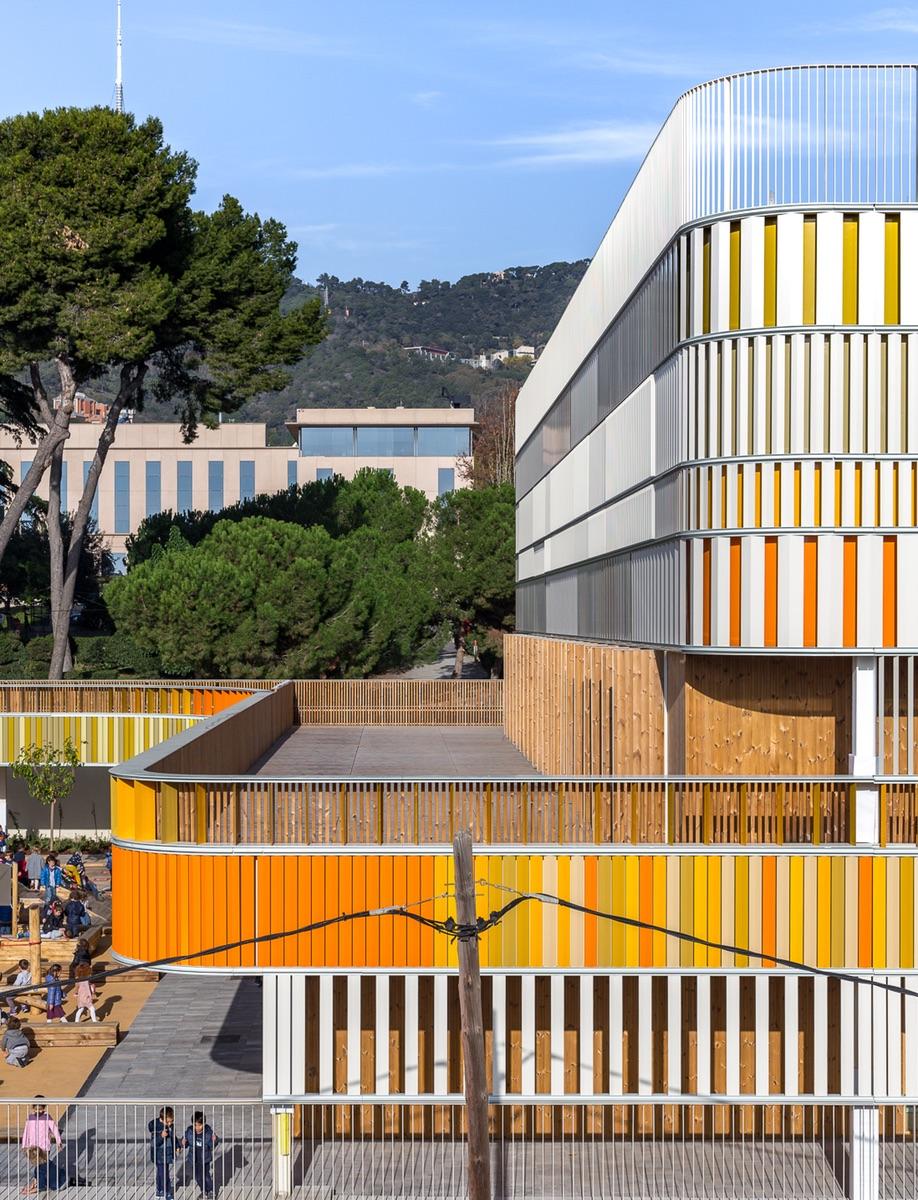 The exterior of Barcelona French School Lycée Français Maternelle b720 Fermín Vázquez Arquitectos