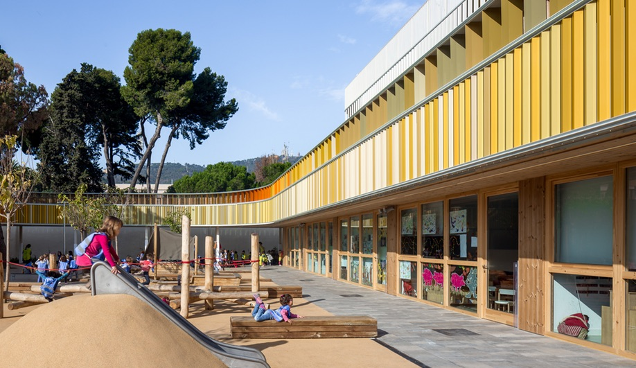 The courtyard at Barcelona French School Lycée Français Maternelle b720 Fermín Vázquez Arquitectos