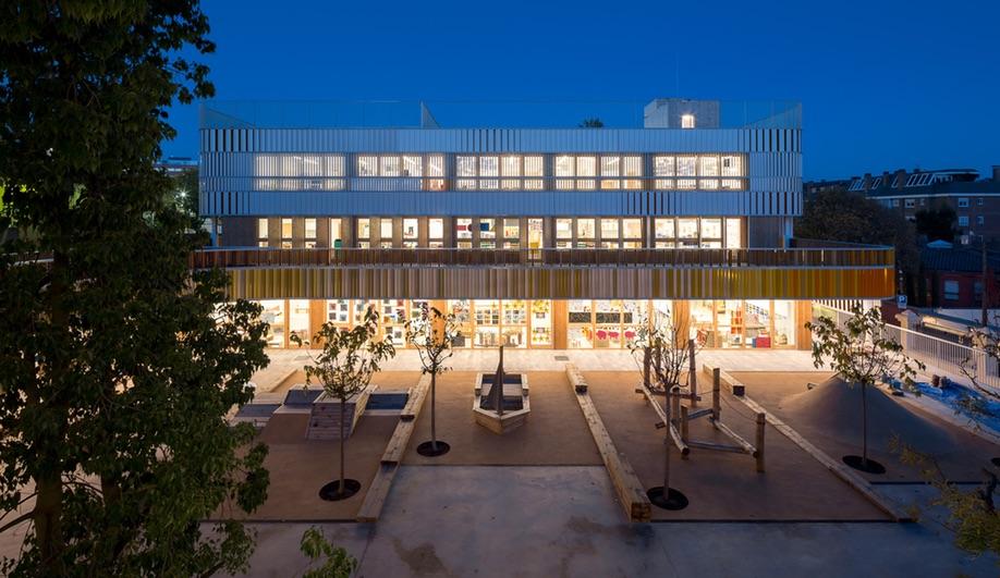 A nighttime shot at Barcelona French School Lycée Français Maternelle b720 Fermín Vázquez Arquitectos
