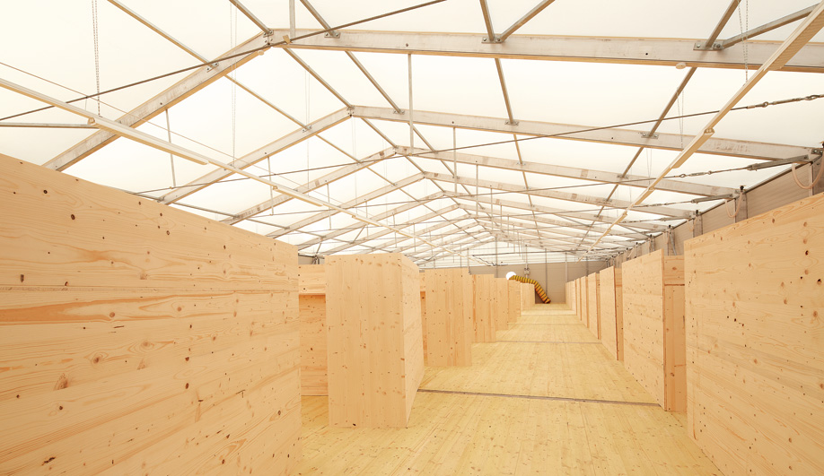 German refugee housing: Wood halls in Munich