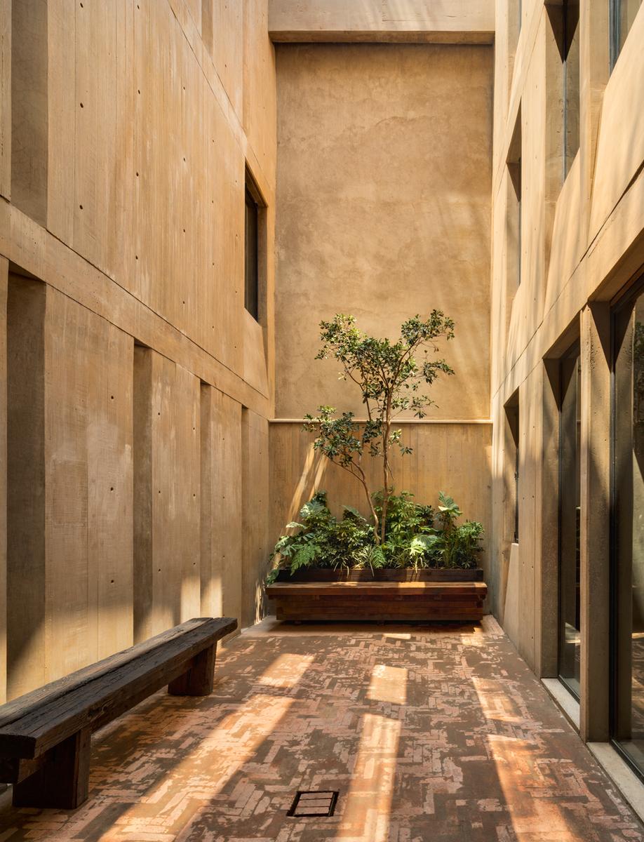 A courtyard in Taller Héctor Barroso's LC710 in Mexico City