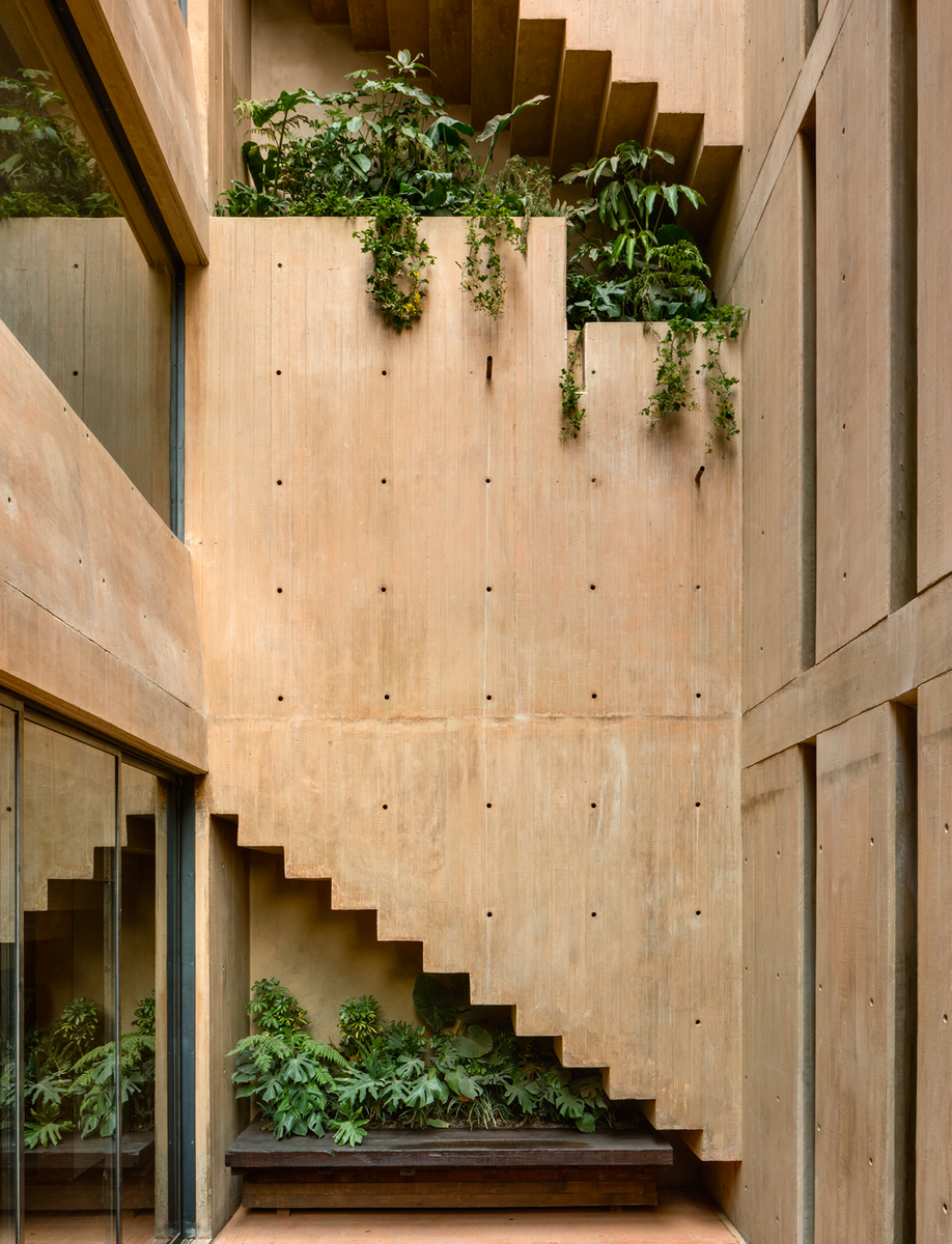The roseate concrete of Taller Héctor Barroso's LC710 in Mexico City