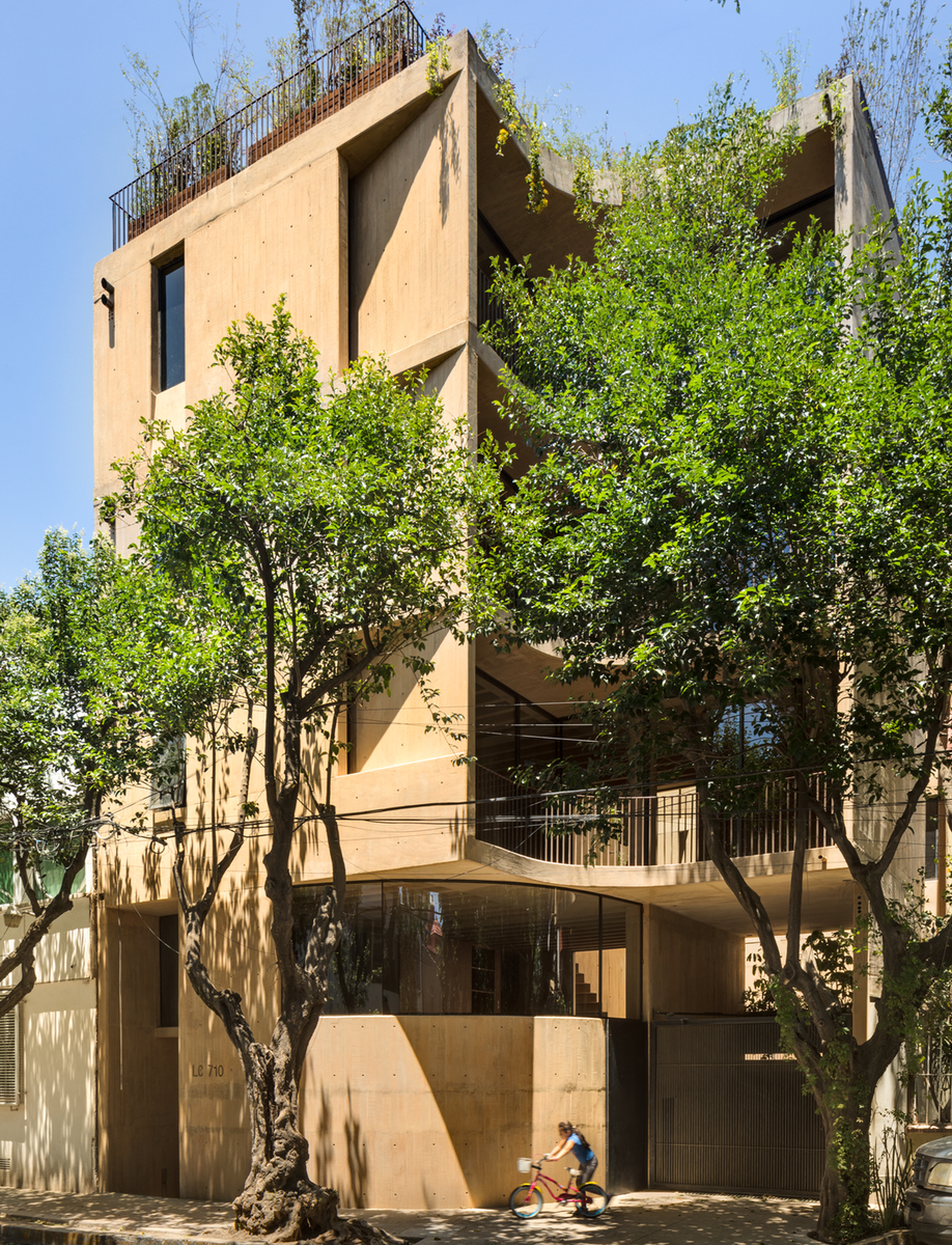 The exterior of Taller Héctor Barroso's LC710 in Mexico City